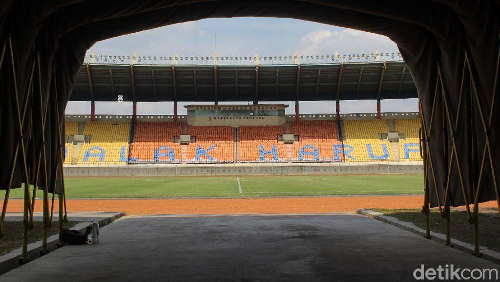 Melihat Kondisi Terkini Stadion Si Jalak Harupat