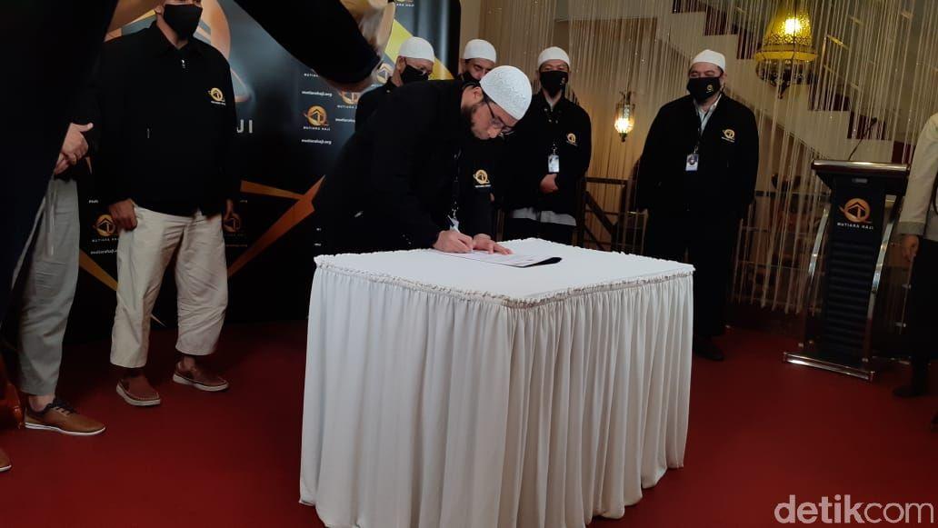 Ustad Khalid Basalamah Resmikan Mutiara Haji