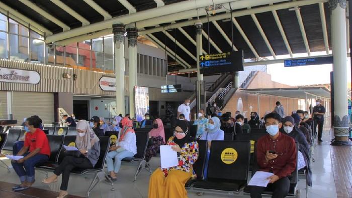 Vaksinasi di Bandara Soekarno Hatta