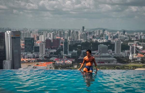 Pemerintah Singapura mengumumkan pada bulan Juni bahwa pihaknya berencana untuk hidup berdampingan dengan Covid. Lalu, beberapa pembatasan diangkat pada bulan Agustus, memungkinkan orang yang sepenuhnya divaksinasi untuk makan di restoran hingga berkumpul dalam kelompok (Foto: Sofitel Singapore Sentosa Resort)