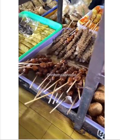 Angkringan Ini Jual 10 Jenis Nasi Bungkus, Ada Nasi Padang Harga Rp 2.000