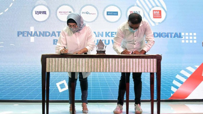 BNI menghadirkan sistem pembayaran digital bagi merchant UMKM Buku Warung. Hal ini ditandai dengan penandatangan Kemitraan Digital antara BNI dan Buku Warung di Jakarta.