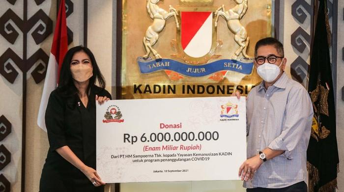 Dukungan kepada pemerintah untuk tangani pandemi COVID-19 terus diberikan. Salah satunya diberikan oleh PT HM Sampoerna melalui Yayasan Kemanusiaan Kadin.