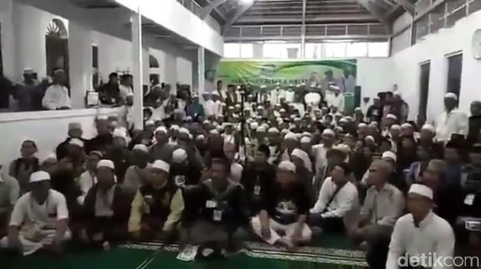 Video deklarasi Front Persaudaraan Islam (FPI) di Kabupaten Bandung Barat (KBB) viral. Deklarasi tersebut digelar di Masjid Daarul Khoirot.