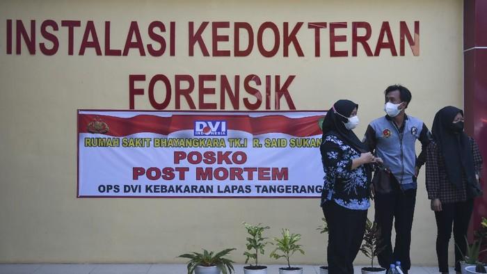 Jenazah korban kebakaran Lapas Kelas I Tangerang diserahkan kepada anggota keluarga. Isak tangis keluarga pun warnai proses penyerahan korban kebakaran tersebut