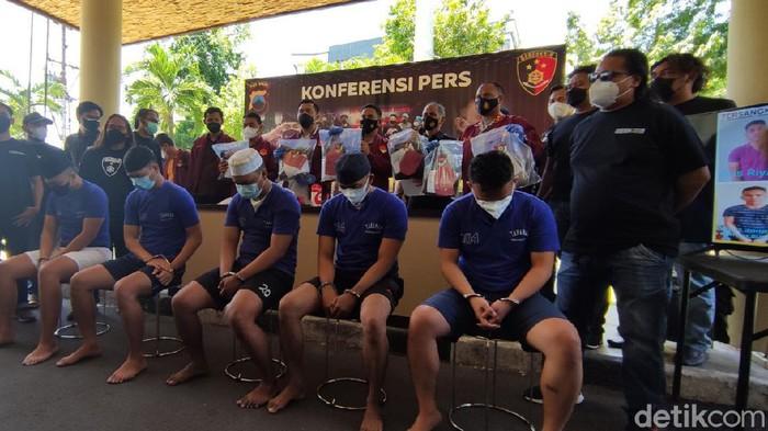 Lima tersangka penganiayaan mahasiswa PIP Semarang hingga tewas, Jumat (10/9/2021).