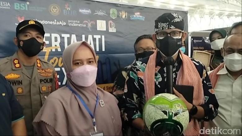 Menparekraf Sandiaga Uno Dukung Produksi Bola di Majalengka