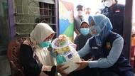 Jumat Barokah, Wali Kota Mojokerto Beri Bantuan ke Lansia Kurang Mampu