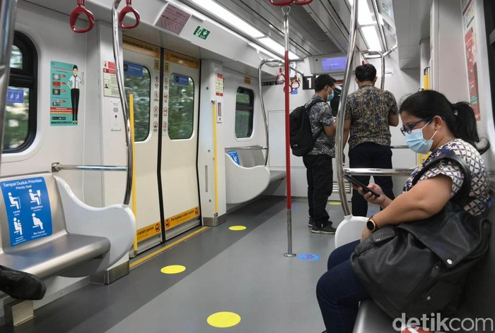 LRT Jakarta Kelapa Gading-Velodrome sepi saat penerapan PPKM level 3. Naik LRT ini serasa milik sendiri, Begini penampakannya.