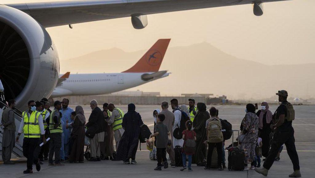 Penerbangan Komersial di Afghanistan Dibuka Kembali