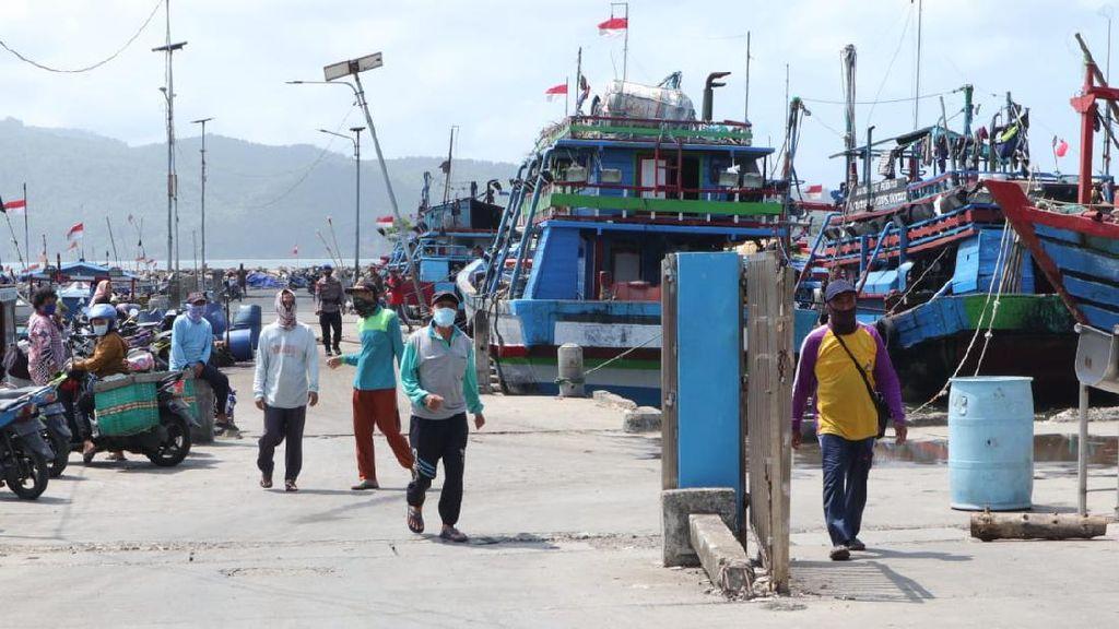 Petugas dan Nelayan Pacitan Serentak Simulasi Mitigasi Gempa dan Tsunami