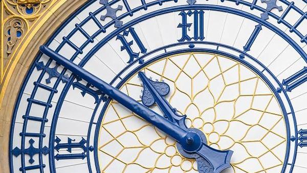Proses pemugaran menara Big Ben ini menelan biaya mencapai 80 juta pound atau sekitar Rp 1,5 triliun. Proyek restorasi landmark ikonik negara Inggris ini pun dijadwalkan rampung pada tahun depan.