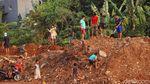 Warga Manfaatkan Lahan Proyek Tol Cijago Sebagai Arena Bermain