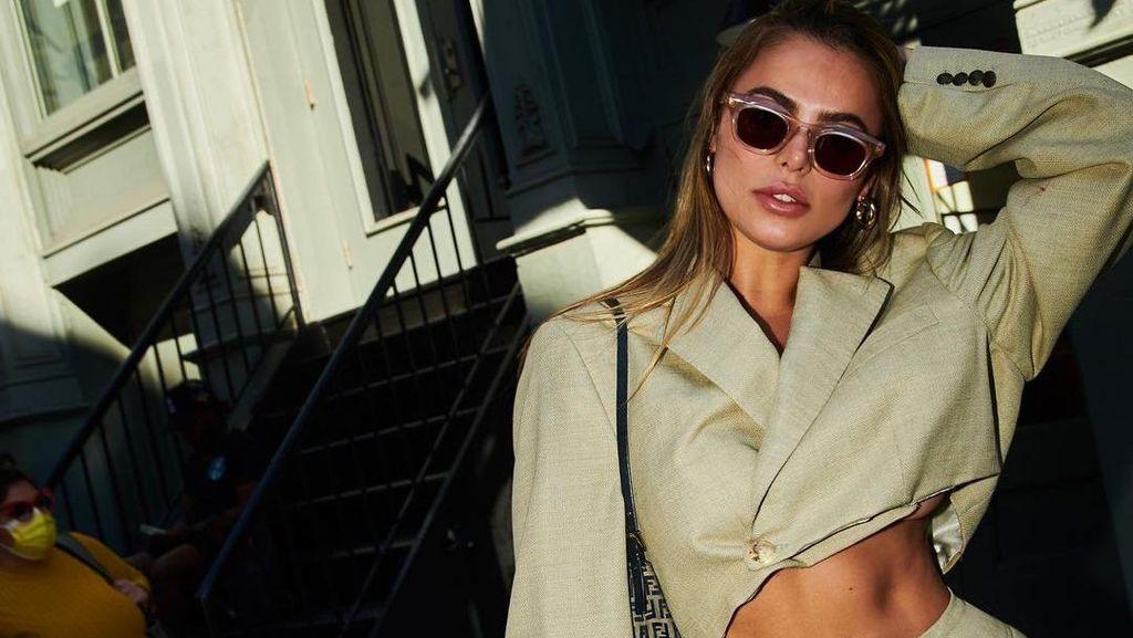 Sosok Brooks Nader, Model Baju Renang yang Lagi Naik Daun
