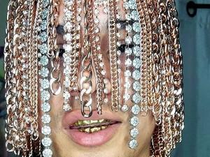 Ekstrem, Rapper Ini Tanam Rantai Emas di Kepala Sebagai Pengganti Rambut