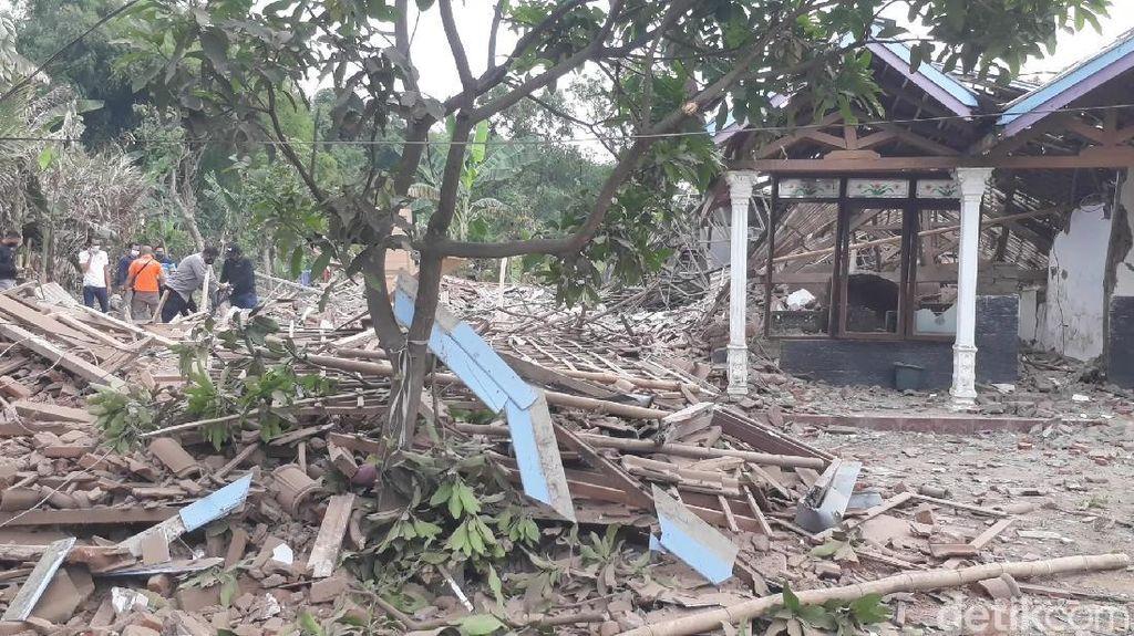Penampakan 2 Rumah Hancur Akibat Ledakan Keras di Pasuruan