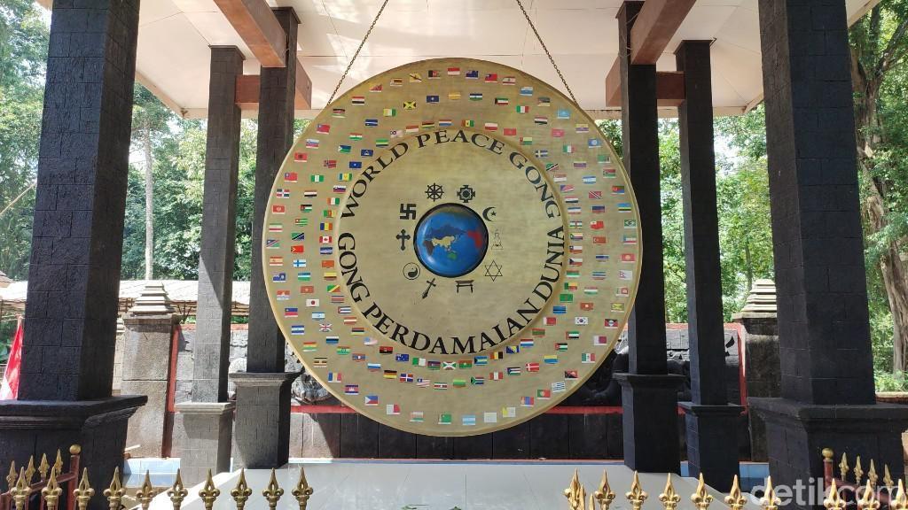 Menyambangi Gong Perdamaian Dunia di Ciamis