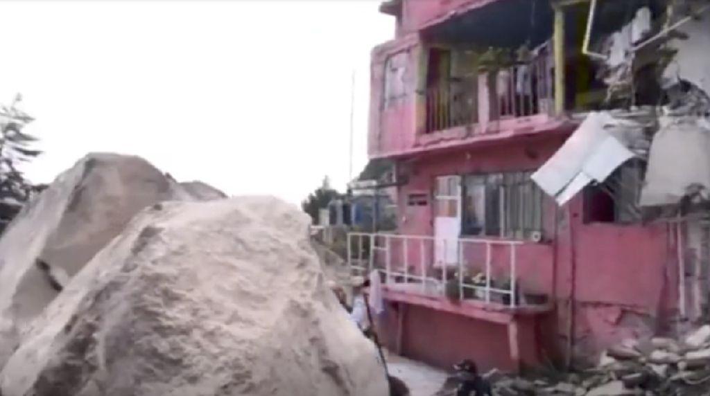 Longsor Batu Besar Timpa Rumah Warga di Meksiko, 10 Orang Hilang