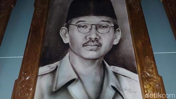 Saat itu, Bupati Magelang R Joedodibroto dan stafnya meninggalkan Pendopo Kabupaten Magelang (kini wilayah Kota Magelang), kemudian pindah menuju Loji Manggoran. Adapun pemilik Loji Manggoran yakni H A Marzukie.