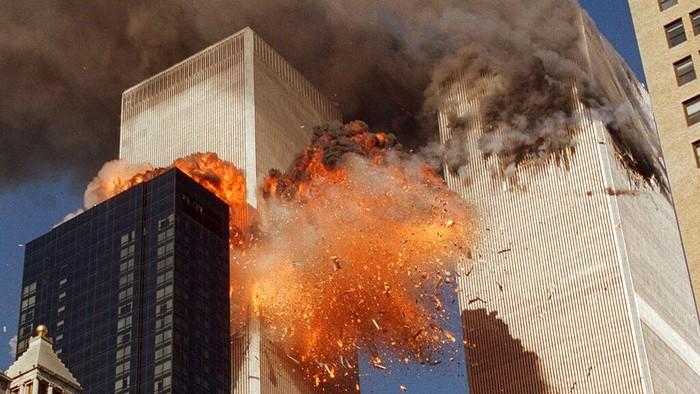 11 September 2001, tepat 20 tahun yang lalu, dua pesawat yang dibajak menabrak menara kembar World Trade Center (WTC).
