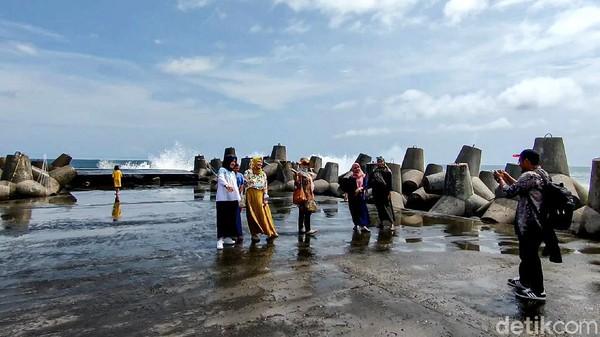 Pantai Glagah di Kulonprogo belum dibuka lagi. Pintu masuk utama ditutup. (Jalu Rahman Dewantara/detikcom)