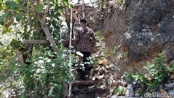 DPRD Bantul telah melakukan inspeksi mendadak ke Watu Lumbung untuk mengecek kesiapan sarana dan prasarananya. Mereka pun menilai Watu Lumbung seharusnya tidak masuk satu dari 3 obwis yang buka saat PPKM level 3 di Daerah Istimewa Yogyakarta (DIY). (Pradito Rida Pertana/detikTravel)