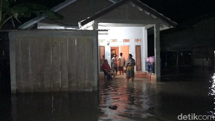 Rumah warga Polman kebanjiran (Abdy Febriady/detikcom)