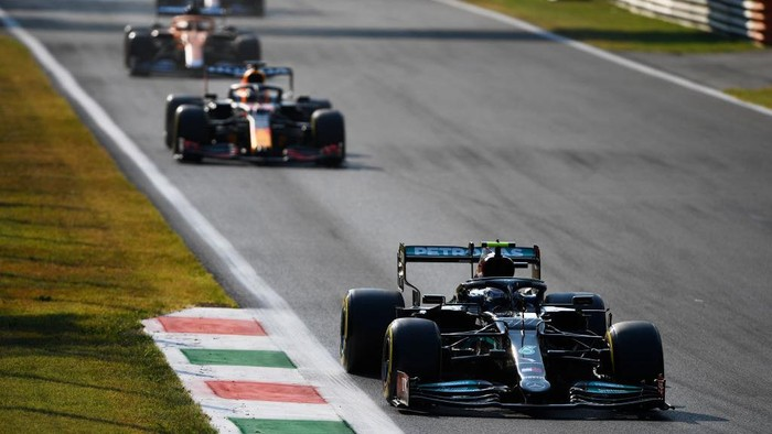 MONZA, ITALY - SEPTEMBER 11: Valtteri Bottas of Finland driving the (77) Mercedes AMG Petronas F1 Team Mercedes W12 during the Sprint ahead of the F1 Grand Prix of Italy at Autodromo di Monza on September 11, 2021 in Monza, Italy. (Photo by Rudy Carezzevoli/Getty Images)