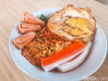Makan Indomie di Warmindo Self Service, Harga Mulai dari Rp 7 Ribu!