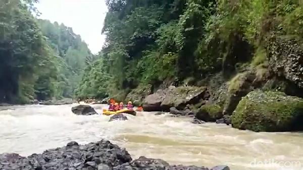 Rafting ini berada di Sungai Maiting, di Kecamatan Dende Piongan, Kabupaten Toraja Utara, Sulawesi Selatan. (Muhammad Riyas/detikcom)