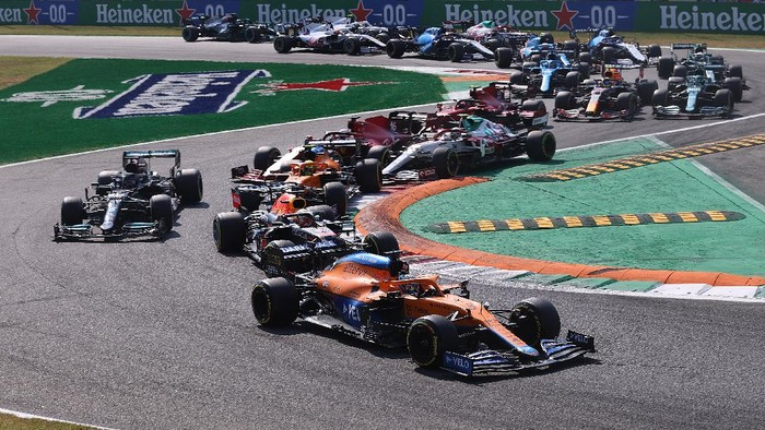 MONZA, ITALY - SEPTEMBER 12: Daniel Ricciardo of Australia driving the (3) McLaren F1 Team MCL35M Mercedes leads the field on track at the start during the F1 Grand Prix of Italy at Autodromo di Monza on September 12, 2021 in Monza, Italy. (Photo by Lars Baron/Getty Images)