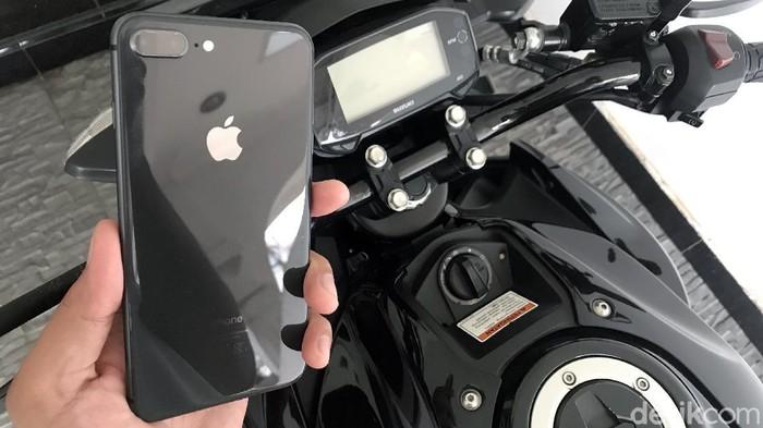 Ilustrasi iPhone di Motor