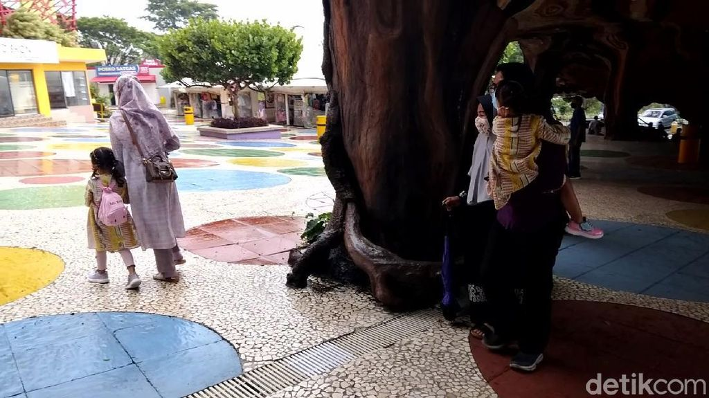 Cerita Warga Gagal Wisata Bersama Keluarga Gegara Batasan Usia