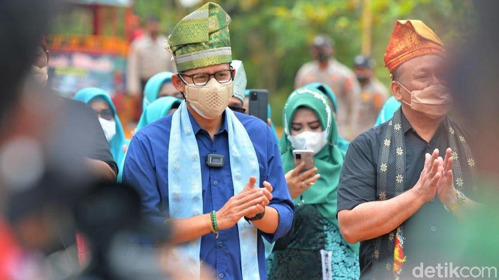 Berkunjung ke Riau, Sandiaga Dicurhati Emak-emak soal Ekonomi