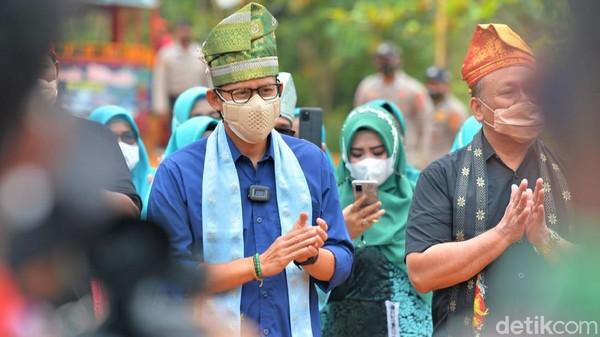 Sandiaga mengunjungi Kampung Patin di Desa Koto Masjid didampingi Gubernur Riau, Syamsuar dan Bupati Kampar, Catur Sugeng. Sandi datang dalam rangkaian Anugerah Desa Wisata Indonesia 2021. Di mana Kampung Patin terpilih menjadi 50 desa wisata terbaik.