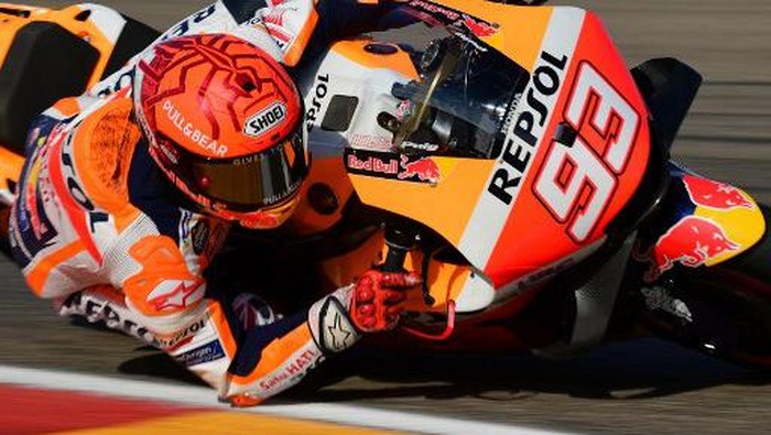 Honda Spanish rider Marc Marquez rides his bike during the third MotoGP free practice session ahead of the Moto Grand Prix of Aragon at the Motorland circuit in Alcaniz on September 11, 2021. (Photo by Lluis GENE / AFP) (Photo by LLUIS GENE / AFP)