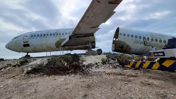 Pesawat di tebing pantai Nyang-nyang itu diketahui berjenis Boeing 737-200. Lokasinya pesawat itu berada di Desa Pecatu, Kecamatan Kuta Selatan, Kabupaten Badung, Bali. (dok. Istimewa)