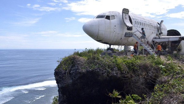 Objek wisata itu memanfaatkan badan pesawat bekas yang dirakit menjadi vila untuk akomodasi wisata berkonsep hyper-luxury sekaligus sebagai destinasi wisata fotografi.