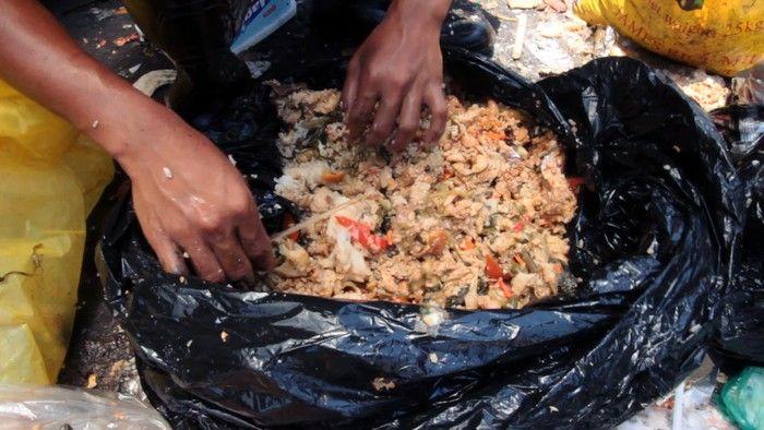 Tak Tega Makanan Dibuang, Kepala Sekolah Ini Rela Habiskan Makanan Sisa Semua Muridnya