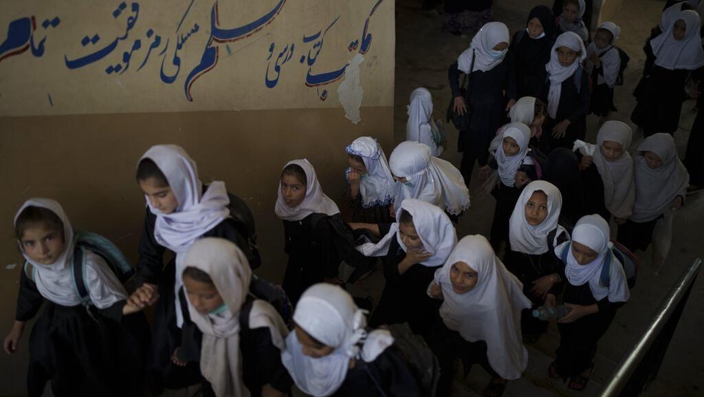 Lawan Larangan Taliban, Perempuan Afghanistan Sekolah Online Diam-diam