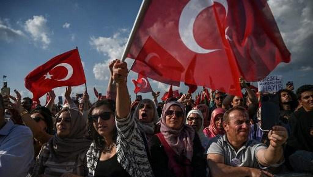 Ribuan Warga Demo Gegara Turki Wajibkan Vaksin COVID-19 untuk Beraktivitas