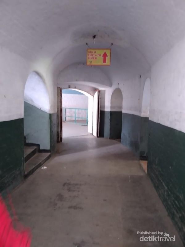 Benteng Van Der Wijck merupakan bekas kantor dagang VOC yang dialihfungsikan pada tahun 1818.