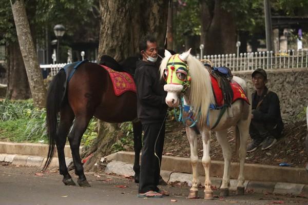 Wisatawan yang datang ke Bandung akhirnya memilih ke mal atau ke resto dan kafe yang sudah terlebih dahulu buka.Foto: Wisma Putra/detikcom