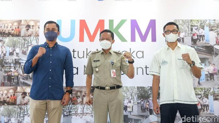 HIPMI Jaya sebagai salah satu pelaku utama ekonomi di DKI Jakarta memberikan paket donasi kepada pelaku UMKM.