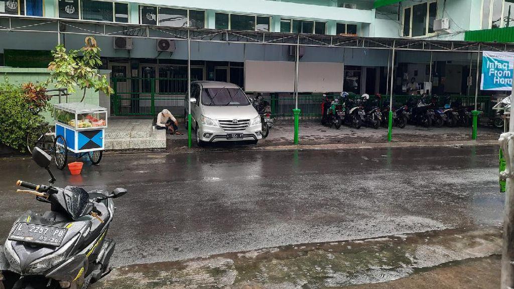 Sempat Dilanda Sumuk, Mendung hingga Gerimis Bikin Surabaya Terasa Adem
