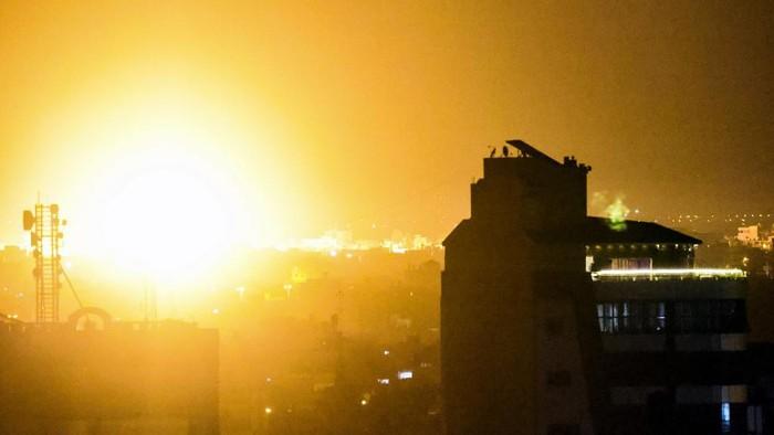 Ketegangan antara Israel dan Hamas kembali terjadi. Kali ini, militer Israel kembali melancarkan serangan udara ke wilayah Gaza.