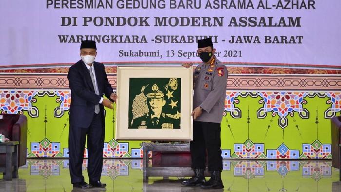Kapolri Jenderal Listyo Sigit Prabowo menghadiri peresmian gedung baru asrama putri Pondok Pesantren Assalam
