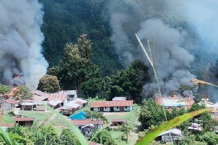 KKB diduga bakar sejumlah fasilitas umum di Kiwirok, Kabupaten Pegunungan Bintang (ANTARA/HO-pihak ketiga)