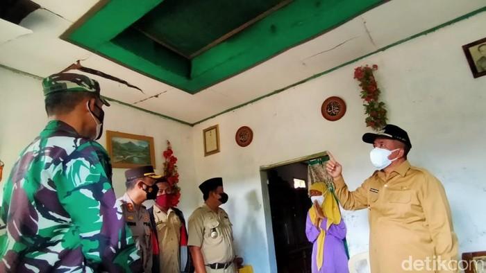 Ledakan keras yang menewaskan dua orang di Pasuruan berasal dari bondet atau bom ikan. Wabup Pasuruan A Mujib Imron menyebut, pembuatan bondet merupakan pelanggaran hukum.