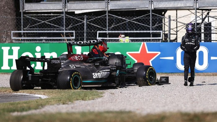 MONZA, ITALY - SEPTEMBER 12: Lewis Hamilton of Great Britain and Mercedes GP looks on after crashing during the F1 Grand Prix of Italy at Autodromo di Monza on September 12, 2021 in Monza, Italy. (Photo by Lars Baron/Getty Images)
